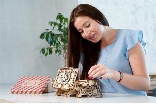 «Antique Box» mechanical model kit